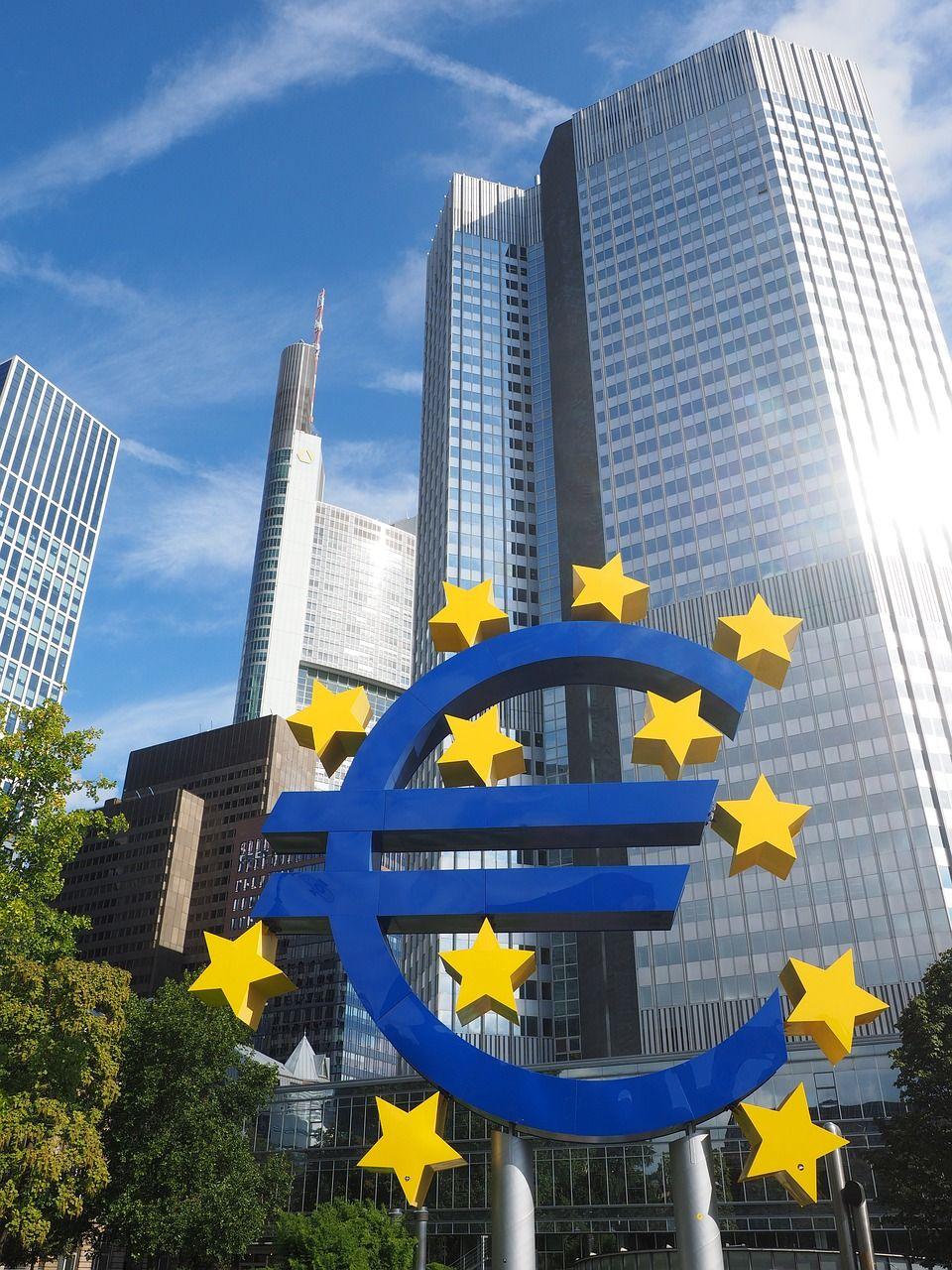 Centrální banka nemůže plnit přání politiků